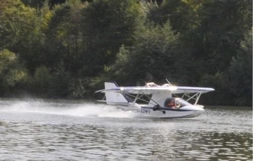Le SeaRey D-EDWV au décollage de la Moselle près de Trèves le 4 septembre 2009