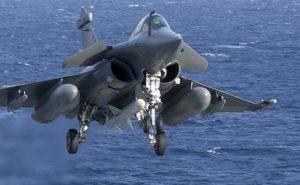 Rafale à l'appontage sur le porte-avions Charles-de-Gaulle