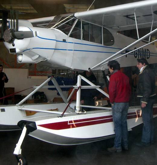Aquitaine hydravions a fait le choix de flotteurs amphibies Wipairs pour son PA18-150