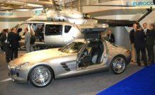 L'EC145 Mercedes-Benz et le coupé SLS et ses portes papillon…