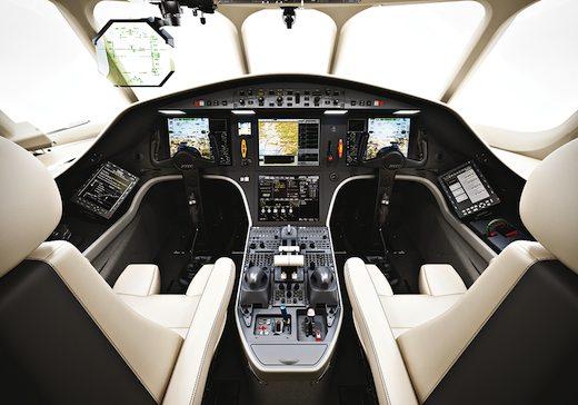 Avec le nouveau falcon 2000s dassault soigne son entr e de for Interieur falcon 2000