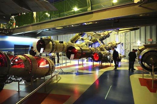 Le Musée Aéronautique et Spatial Safran présente une collection unique de plus de 100 moteurs d'avions, de fusées et d'hélicoptères