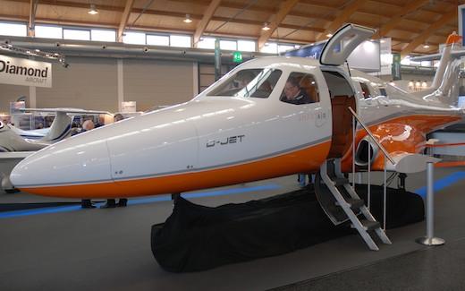 Le programme du monoréacteur D-Jet a été lancé en 2003 par Diamond Aircraft