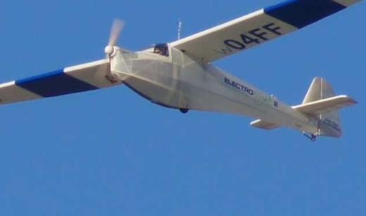 Premier vol de l'ElectroLight 2 piloté par Samy Dupland
