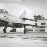 Super Mystère B2 de l'escadron 1/12 Cambrésis devant la tour de contrôle d'Epinoy (BA103)