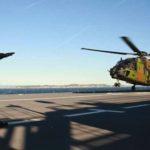 Premier appontage du Caïman sur le BPC Dixmude de la Marine Nationale