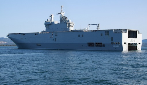 Le BPC (Bâtiment de Projection et de Commandement) Dixmude, dernier fleuron de la Marine Nationale.