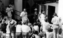 L'équipage d'Apollo 16 rejoignant le pas de tir.