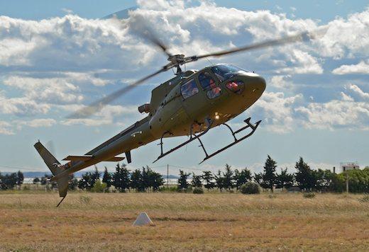 Eurocopter a testé en 2011 une motorisation « hybride » de secours sur un monomoteur AS350 Ecureuil.