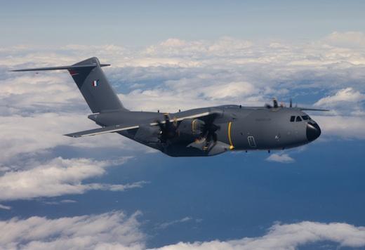 Le premier A400M (aux couleurs de l'Armée de l'air française) sera livré par Airbus Military courant 2013.