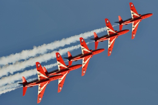 Les Reds Arrows et leurs 9 BAE Hawks ont répondu à l'invitation de la PAF
