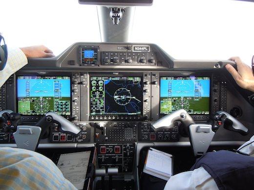 Le suite avionique Garmin 1000 du Phenom 300
