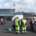 Angers, vendredi 19 avril 2013 : les premiers passagers à destination de Tunis embarquent à bord d'un CRJ-900 de Tunisair Express