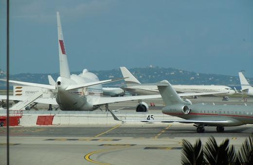Cannes-Mandelieu étant fermé la nuit, et limité aux avions de moins de 22 tonnes…