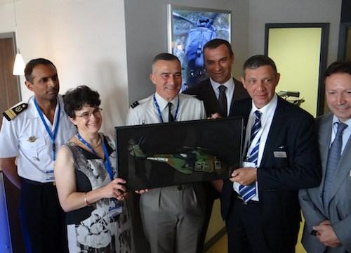 La délégation française reçue sur le stand de NH Industries au salon du Bourget