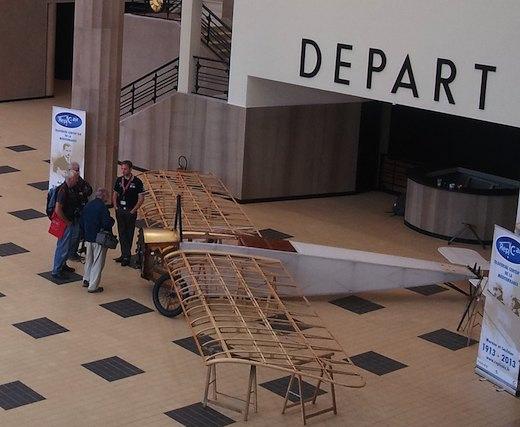 2. La réplique du Morane-Saulnier de Roland Garros est visible durant les journées grand public du salon du Bourget 2013, dans la salle des 8 colonnes du musée de l'air
