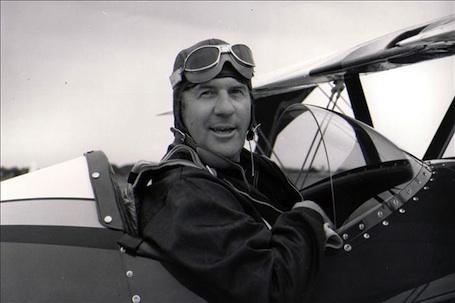 Paul Poberezny a piloté plus de 500 types d'avions durant une carrière de pilote de plus de 70 ans