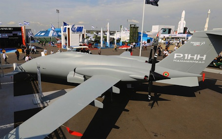 Au salon du Bourget 2013, Piaggio a présenté le projet P.1HH Hammerhead, une version sans pilote du biturbopropulseur P180 Avanti