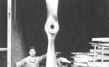 Une hélice de dirigeable de 5 mètres de diamètre, fabriquée par les usines Pierre Levasseur, dans les années 1910.