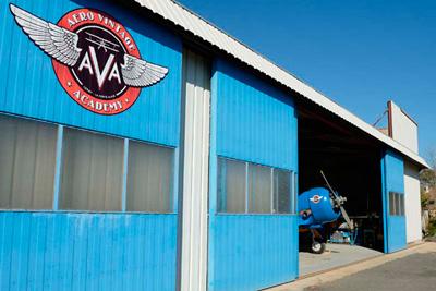 Aero Vintage Academy, implantée sur l'aérodrome de la Ferté-Alais Cerny, est ouverte depuis mai 2013