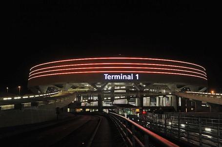 La façade extérieure du Terminal 1 de Roissy-CDG a été rénovée en 2011