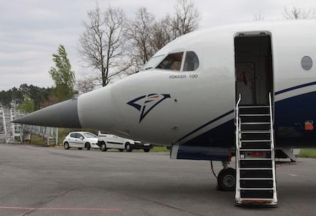 Le Fokker 100 de la DGC à Mérignac, avec la pointe avant Rafale
