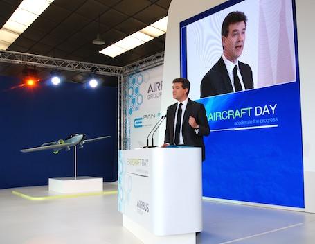 Arnaud Montebourg, ministre du redressement productif, invité vedette de l'E-Aircraft Day organisé par Airbus Group à Bordeaux Mérignac, le 25 avril 2014.