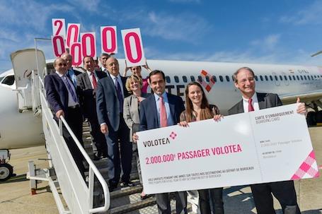 2. C'est à Bordeaux que Volotea a choisi de récompenser son 2 millionième passager en présence d'Alain Juppé, le Maire de la ville.