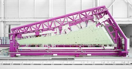 La première aile du Falcon 5X MSN1 dans l'usine de Martignas