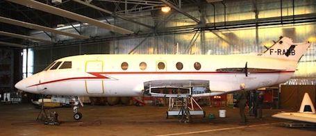 Le Falcon XX N° 167 ( F-RAEB ) en cours de remontage.