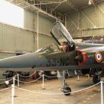 Le Mirage IIIR 335 porte les couleurs de l'escadron de reconnaissance 2/33 « Savoie »