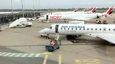 2. Le secteur court et moyen courrier d'Air France, rejoint en partie, les anciennes filiales régionales du groupe, Regional, Britair et Airlinair, au sein de Hop! France