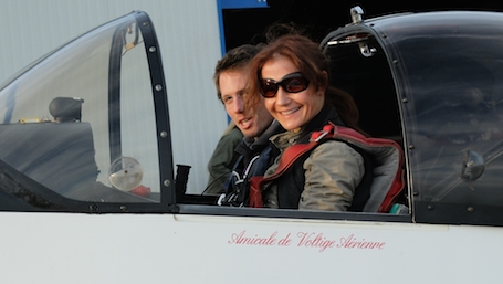 2. Dorine Bourneton et son instructeur voltige Romain Vienne, après un vol en Cap10