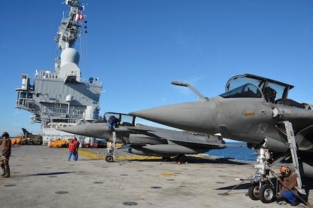 Safran modernise le porte avions charles de gaulle - Porte avions charles de gaulle journal de bord ...