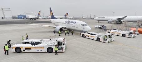 Lufthansa teste le tracteur propulsion lectrique - Tracteur tom avion ...