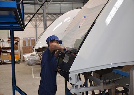 2. Le groupe Daher emploie 8.100 salariés et a réalisé en 2014, un chiffre d'affaires de 970 M€