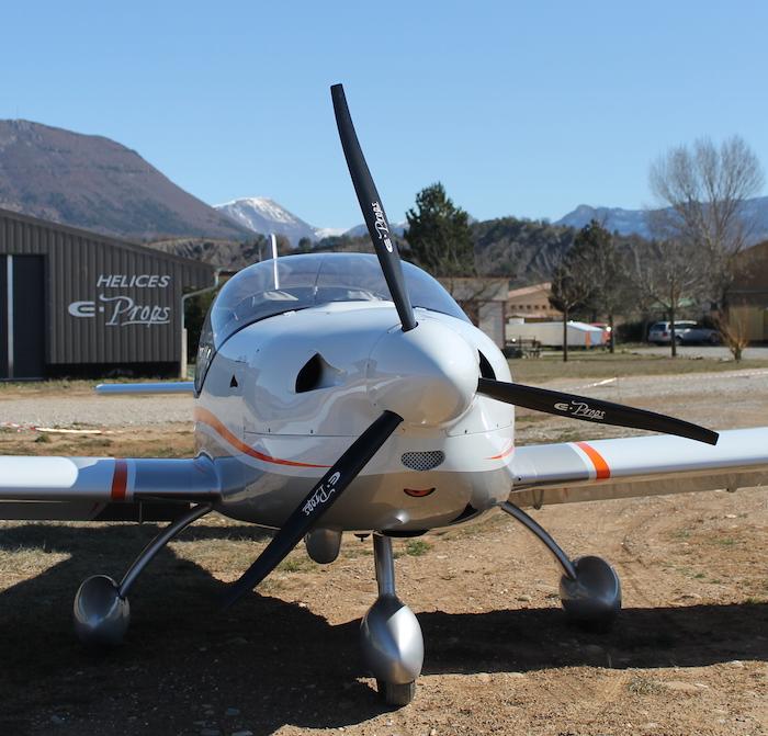 ULM Gaz'aile équipé d'une hélice tripale E-Props de 1,52 m de diamètre pesant 2,1 kg