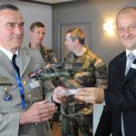 Le général Olivier Gourlez de la Motte, commandant de l'ALAT et Vincent Dubrule, Président de NHIndustries