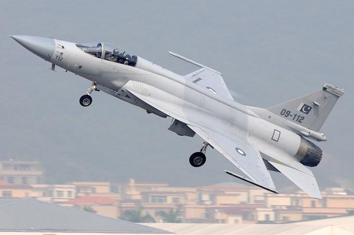 Le JF-17 pakistanais : le nez du Mirage 2000, la voilure et la dérive du F-16, le moteur du Mig-29…
