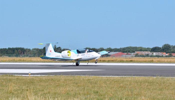 L'E-Fan attérit à Calais après un vol de routine