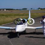 Jean Botti, d'Airbus Group, se précipite pour féliciter Didier Esteyne à son arrivée