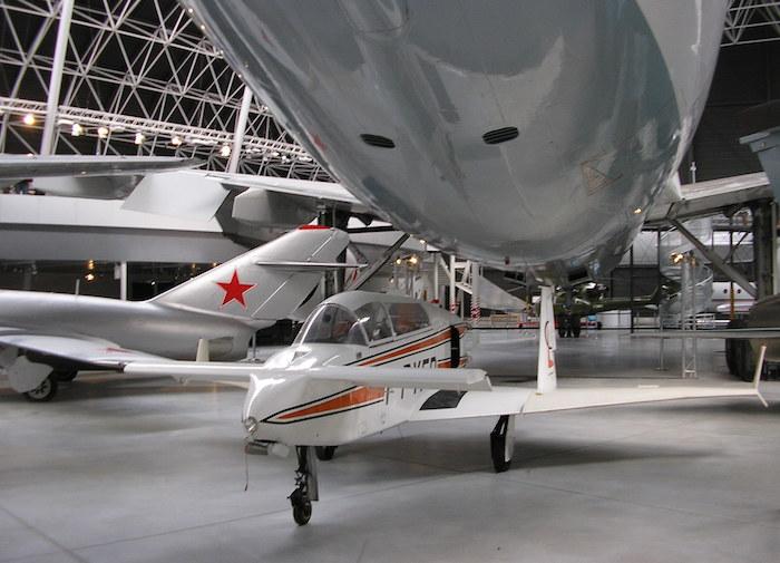 Le Microstar Variviggen a une envergure de 7,46 m pour une longueuer de 5,80 m et une hauteur de 4,80 m.