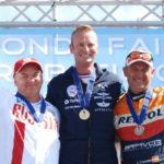 Le podium masculin du championnat du monde 2015 de voltige aérienne.
