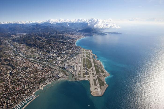 Malgré son impossibilité de s'étendre, l'aéroport de Nice possède encore un potentiel de développement qui intéresse les investisseurs