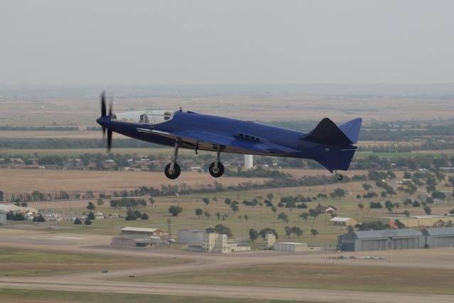 La réplique du Bugatti 100P a effectué un second vol...</p></noscript>    <div class=