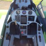 Palonniers réglables, double commande intégrale, le cockpit a également été soigné