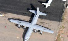 Le C-130J ne se reconnaît extérieurement qu'à ses hélices hexapales. Pour le reste, cela reste un avion dessiné, certes brillamment, six ans seulement après la fin de la seconde guerre mondiale !