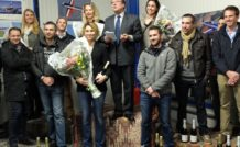 Régis Alajouanine, président de l'Amicale de Voltige Aérienne, entouré de ses champions 2015