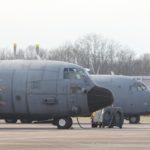 C-160 et C-130 (au premier plan) de l'escadron Poitou rassemblés sur une même image. Un vieux couple qui a fait les beaux jours du transport tactique à la française…