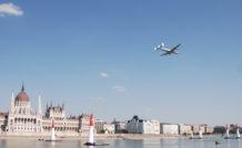 Survol du Danube, au coeur de Budapest, par le Super Constellation